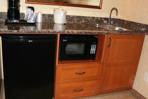 Holiday Inn Express Coeur d'Alene ID Hotel Room Wetbar Kitchen StuffedSuitcase.com
