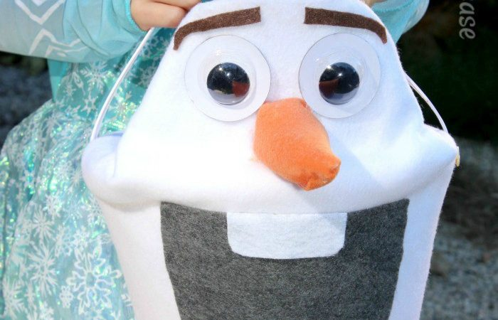 Trick or Treat with this cute Disney Frozen Olaf Bucket - the perfect match for your Elsa or Anna costume this Halloween | StuffedSuitcase.com