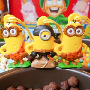 Minion-Cereal-Box-Toys-3