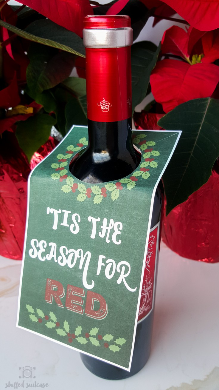 Need a hostess gift for upcoming holiday and Christmas parties? Here's a free printable gift tag to place on bottle of wine. 'Tis the Season for Red!