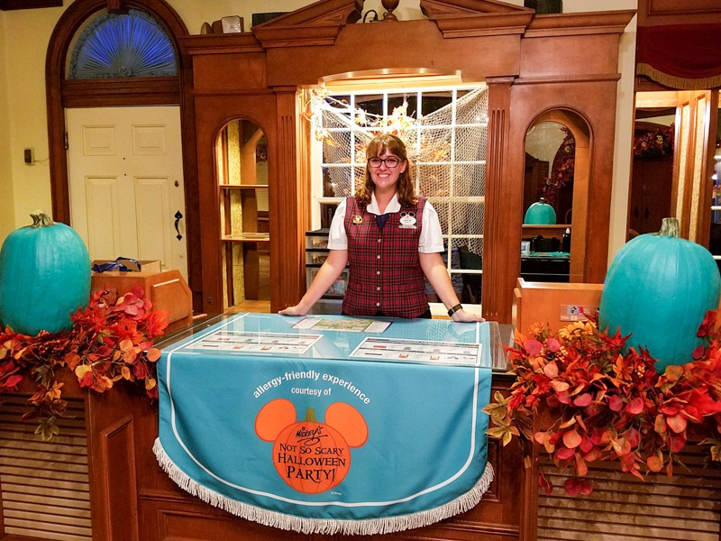 Redeem your teal tokens for allergy-friendly treats at the Halloween Party at Disney World | copyright Stuffed Suitcase