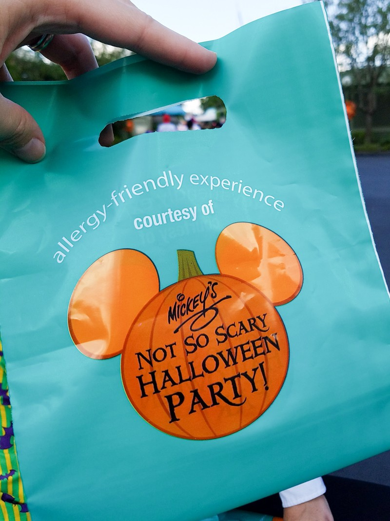 Get a teal treat bag to collect tokens for allergy-friendly treats at Mickey's Not So Scary Halloween Party | copyright Stuffed Suitcase