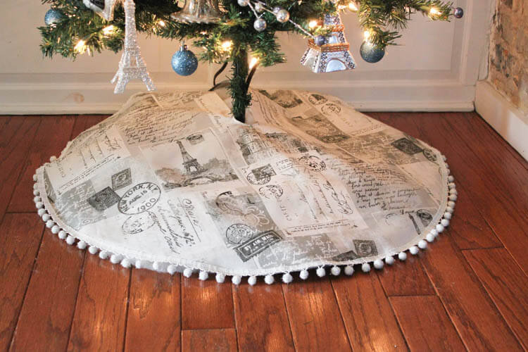 Make a custom tree skirt for your travel themed tree with some great travel fabric