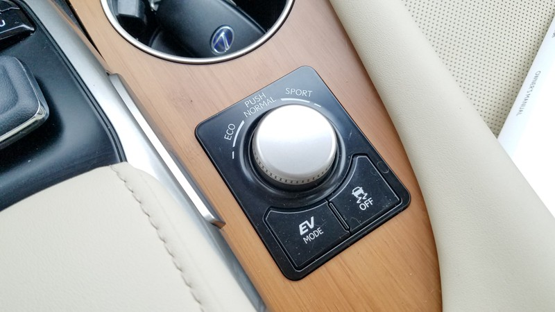 Drive mode dial on Lexus RX 450h