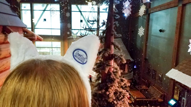 Watching the snow fall at Great Wolf Lodge | © Stuffed Suitcase