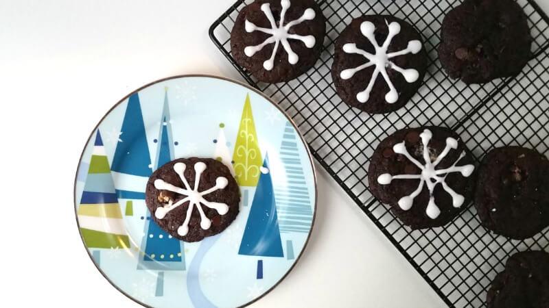 snowflake-design-on-cookie