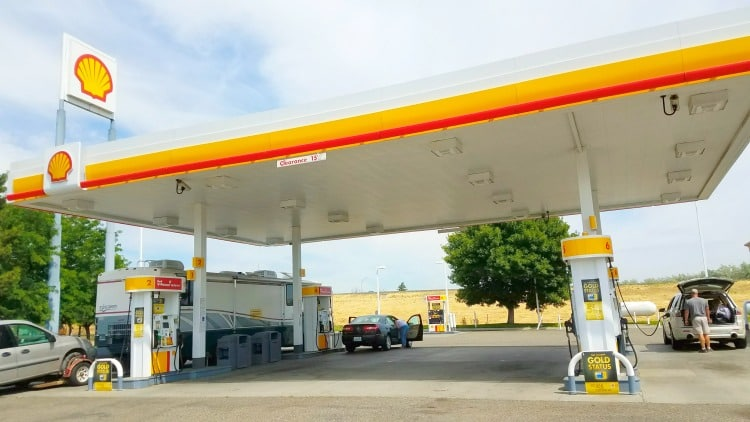 road trip travel tip is using Shell Fuel Rewards to save on gas fill ups - 5 cents off per gallon