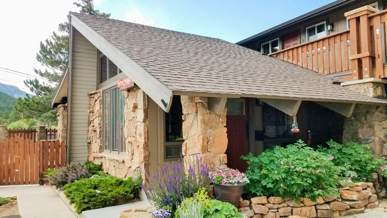 The Maxwell Inn is a charming and relaxing family-owned inn in Estes Park, Colorado near downtown main street.