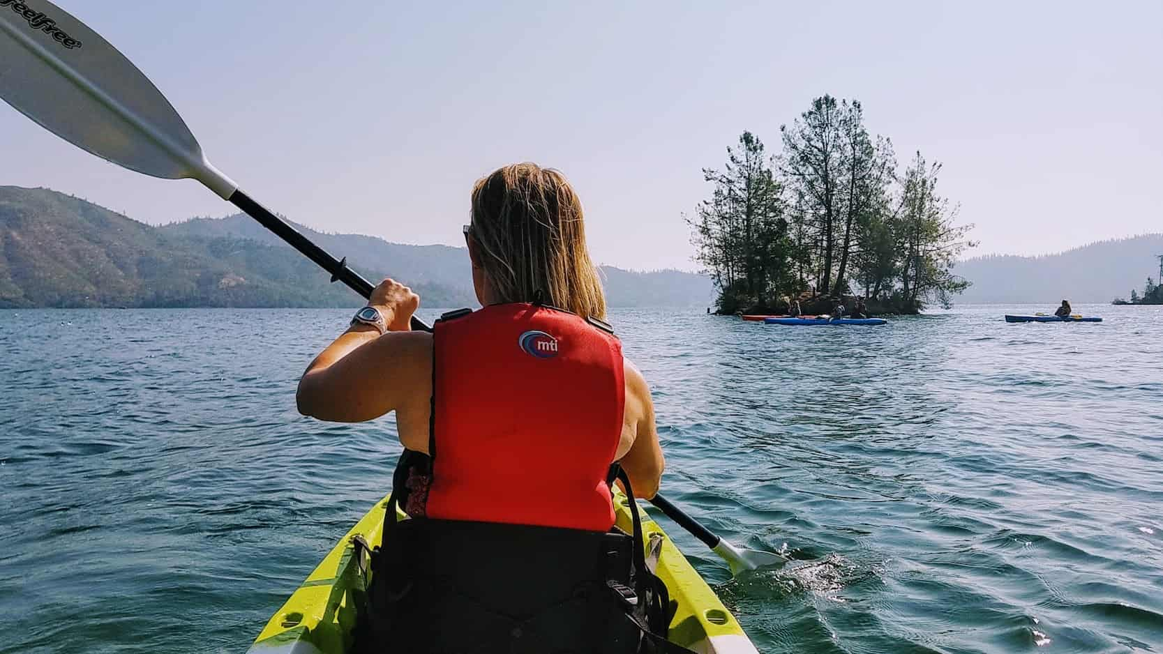 things to do in northern california - kayak at whiskeytown lake