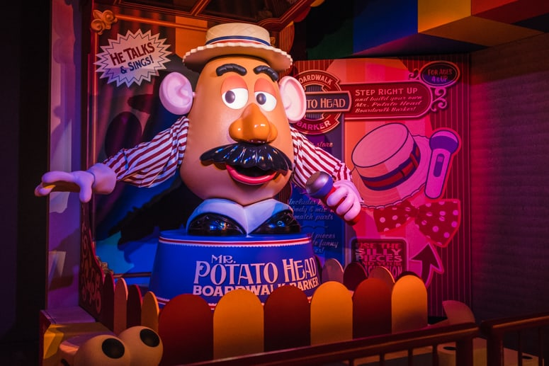 mr potato head in line toy story mania ride