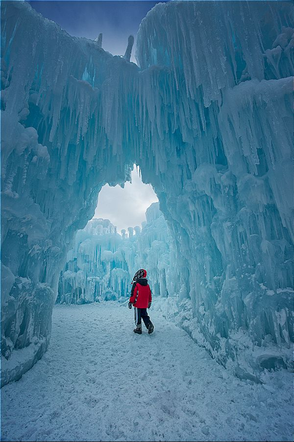 ice castles christmas event in dillon, colorado