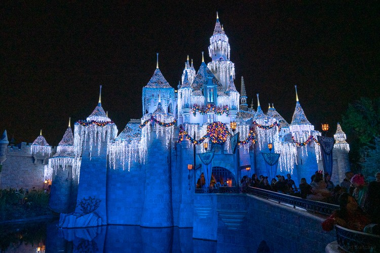 disneyland castle holiday lights