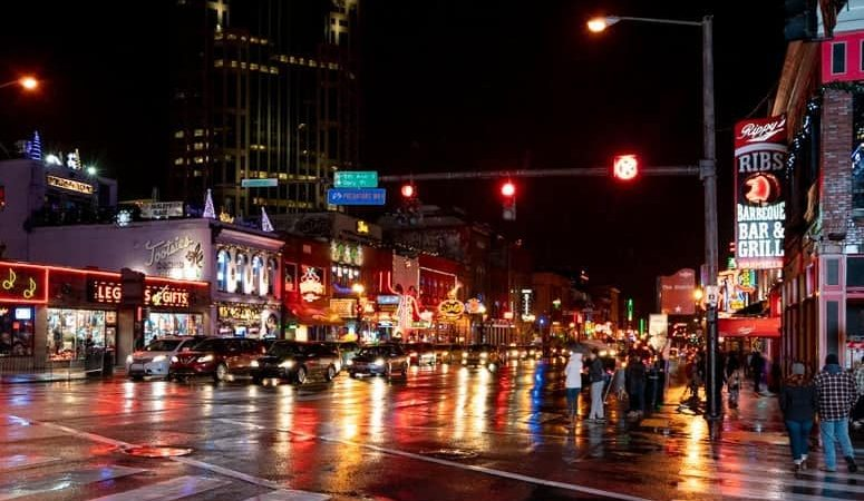 nashville tn broadway street night lights