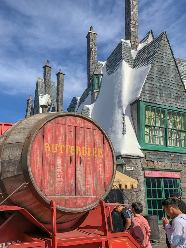wizarding world of harry potter butterbeer at universal studios in hollywood california