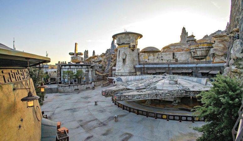 star wars galaxy edge land at Disneyland