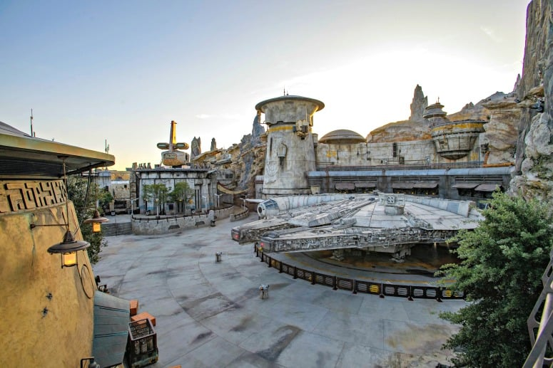 star wars galaxy edge land at Disneyland