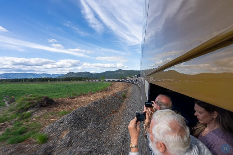 outdoor viewing platform for gold leaf train passengers