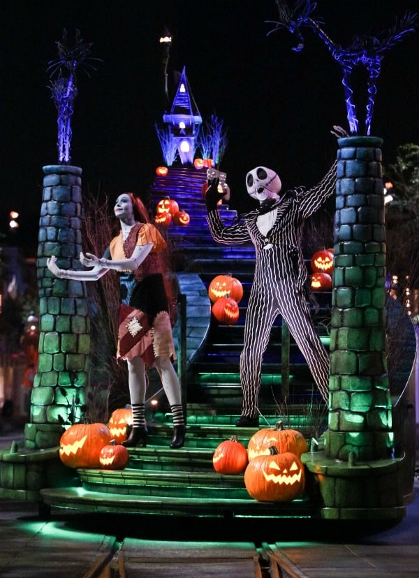 jack and sally at disneyland halloween parade