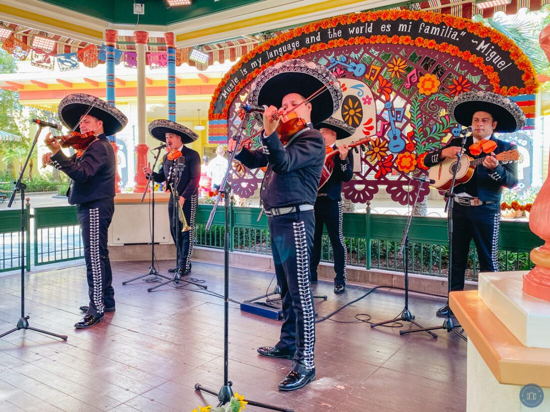 mariachi band at the plaza de la familia