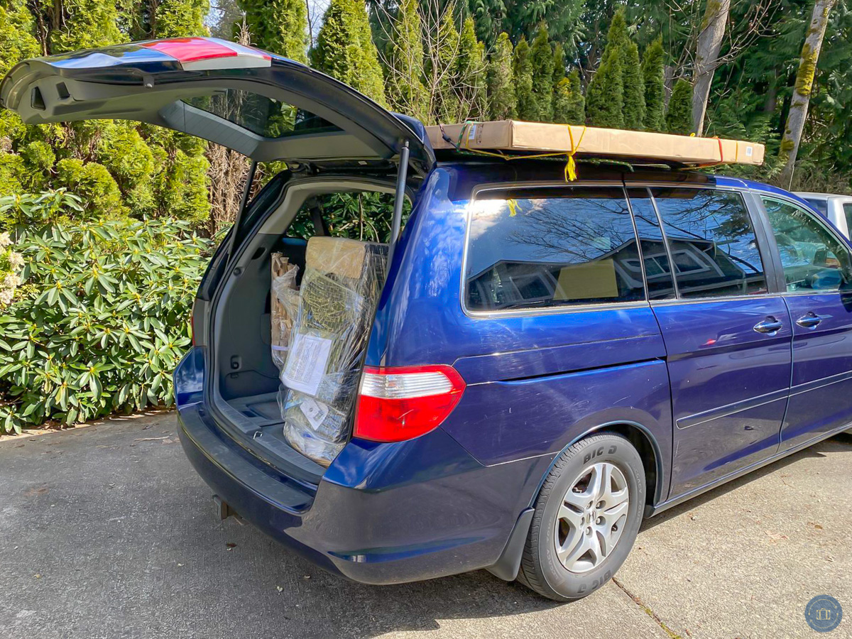 cargo in back and on roof of honda odyssey