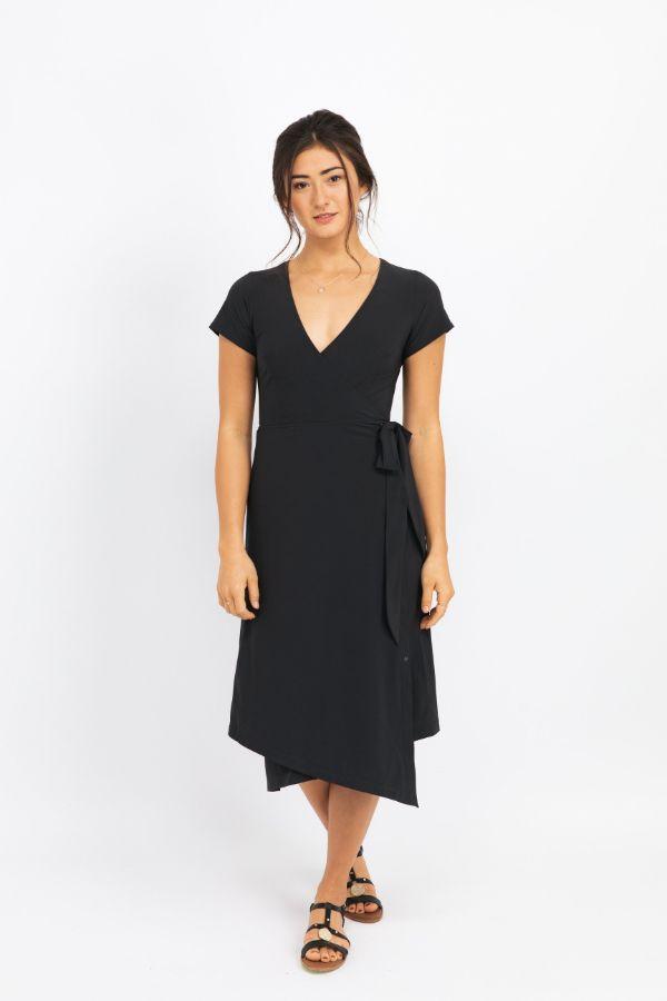woman wearing black kosan go travel dress